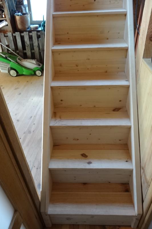 Escalier droit en pin