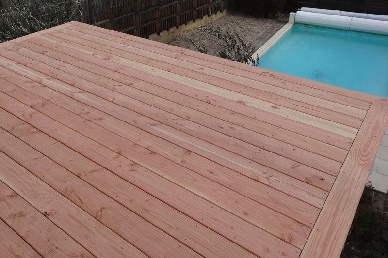 Terrasse en bois a Millau profil de lame destructurée en douglas naturel