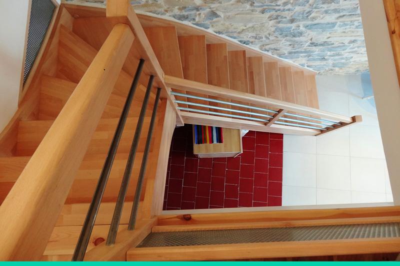Vu de dessus escalier quart tournant gauche en hêtre