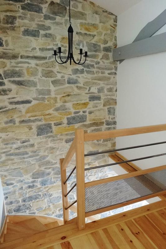 Haut escalier quart tournant gauche en hêtre